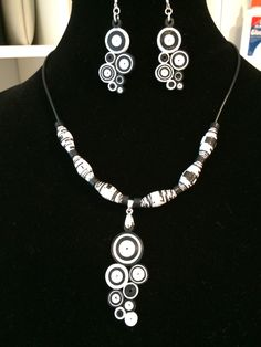 Quilled necklace with earrings