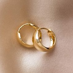 The Solid Gold Chunky Huggie Hoops from Family Gold will be a cherished pair that you'll want to wear forever. The perfect tiny gold orbs that hug the lobe just so. Family Gold is a Local Eclectic exclusive. solid gold diameter Sold as a pair Ear Jewelry, Cute Jewelry, Jewlery, Jewelry Box, Jewelry Making, Unique Jewelry, Gold Earrings Designs, Gold Hoop Earrings, Gold Accessories