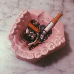 30 Cute Ashtray Ideas to make Cigarettes no Mess - Design Set, Kitsch, Do It Yourself Baby, Petra Collins, Pink Aesthetic, Aesthetic Vintage, Pretty In Pink, Vaporwave, Creations