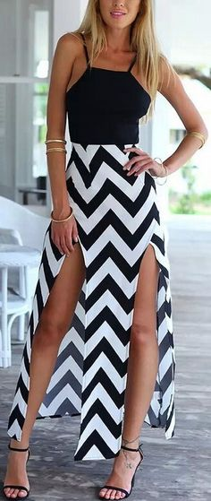 If you want to be stylish even on your carefree days,this dress is your best choice. It features zigzag print,spaghetti straps and front splits. All these elements together help show your charming figure. Don't miss it and find more at OASAP.