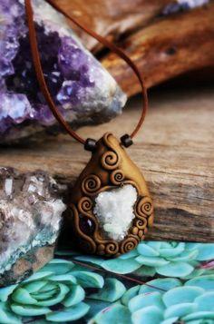 Quartz and Amethyst Necklace. Clay Swirl Pendant. por TRaewyn