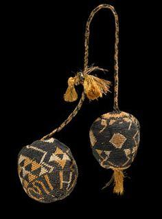 Poi taniko (percussive device) - Collections Online - Museum of New Zealand Te Papa Tongarewa Polynesian People, Flax Weaving, Rhythmic Pattern, Maori Designs, Maori Art, Weaving Techniques, Tribal Rug, Textiles, Jewelry Art