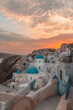 What are the Best Hotels in Santorini? What To Do while on the island? How to get to Santorini? Santorini Island, Mykonos Greece, Crete Greece, Athens Greece, Santorini Greece Beaches, Santorini Sunset, Travel Photographie, Beautiful Places To Travel, Future Travel