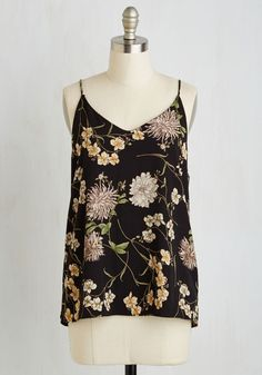 Heiress to the Terrace Top - Black, Floral, Print, Casual, Sleeveless, Woven, Good, V Neck, Mid-length