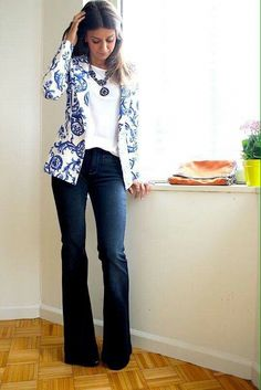 49 Gorgeous Floral Blazer Outfits Ideas You Must Try . - Business Outfits for Work Friday Outfit For Work, Casual Friday Outfit, Jeans Outfit For Work, Business Casual Outfits, Work Attire, Dress Casual, Floral Blazer Outfit, Blazer Outfits, Floral Jacket