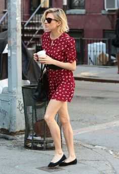 Sienna Miller Photos - Sienna Miller Makes a Morning Coffee Run - Zimbio