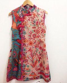 Dress batik cantik Batik Fashion, Hijab Fashion, Boho Fashion, Fashion Dresses, Blouse Batik, Batik Dress, Myanmar Traditional Dress, Traditional Dresses, Batik Solo