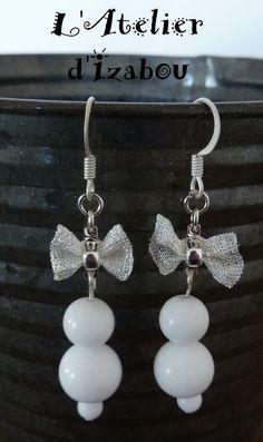 Boucles d'oreilles femme chic noeuds métal argenté blanc, perles blanches
