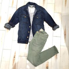 These sage green @currentelliott skinnies are a great alternative to white jeans and the neutral color will fit easily into your wardrobe. We've paired it with a relaxed jean jacket and Maison Scotch graphic tee.