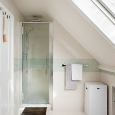 living4media - velux window above toilet in small attic bathroom ...
