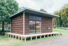 Japanese corporation Muji is best known as a retailer of trendily plain stationery, clothes and household products, but it's also been building actual houses for a while, prefab places that . Read moreThe Japanese Muji Hut Blends Simplicity and Style Prefab Homes, Modular Homes, Small Prefab Cabins, Maison Muji, Muji Hut, Naoto Fukasawa, Japanese Lifestyle, Micro House, Roof Architecture