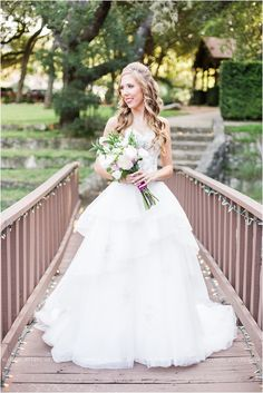 bridal-session-at-scenic-springs-wedding-venue-in-helotes-texas_0002
