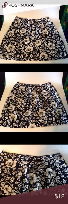 REDUCED--Cute Ann Taylor Petite Skirt This is LN and so very cute. Ann Taylor Skirts Midi