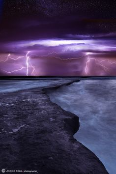 Twin lightning, Praia Azul, Portugal by Jorge Maia on All Nature, Science And Nature, Amazing Nature, Beautiful Sky, Beautiful World, Beautiful Places, Blitz Tattoo, Places Around The World, Around The Worlds