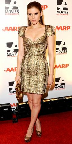 Look of the Day › February 2011 WHAT SHE WORE Mara accessorized a plunging metallic Zac Posen minidress with a gold clutch and snakeskin Louboutins at the Movies for Grownups Gala in Beverly Hills. Kate Mara Hot, Daniela Ruah Bikini, Beautiful Celebrities, Beautiful People, Beautiful Women, Mara Sisters, Gold Fashion, Womens Fashion, Famous Women