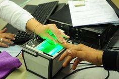 Coleta biométrica de impressões digitais, que está sendo implantada em todos os postos do Poupatempo