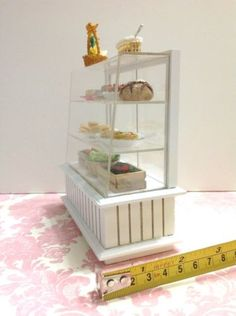 Dollhouse-Miniature-Furniture-Bakery-Food-Cake-Display-White-Cabinet-Case1-12-F4 Miniature Furniture, White Cabinets, Display Case, Dollhouse Miniatures, Bookcase, Bakery, Decorative Boxes, Sweets, Shelves