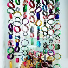 Fabriquer un rideau en rouleaux de papiers multicolores