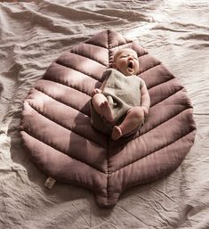 Dusty pink leaf mat linen nursery mat baby leaf rug floor blanket girl mat baby shower gift for newborn quilted decorative pillow wedding - Blatt Matte Leinen Kindergarten Matte Krabbeldecke Leinen Baby Abdeckung Teppich Boden Decke staubi - Linen Pillows, Decorative Pillows, Bed Linens, Bed Pillows, Baby Leaf, Baby Sheets, Bed Linen Design, Pink Leaves, Baby Cover