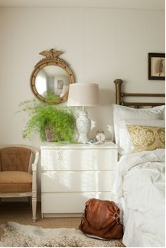 Loving this formal mirror in this setting.  Its The same as yours, right @Tari Hedstrom?
