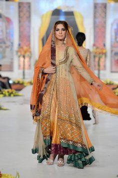 Bridal wear indian color combos mehndi outfit 69 Ideas for 2019 Pakistani Bridal Couture, Pakistani Wedding Dresses, Pakistani Outfits, Indian Dresses, Indian Outfits, India Fashion, Ethnic Fashion, Sharara, Lehenga Choli