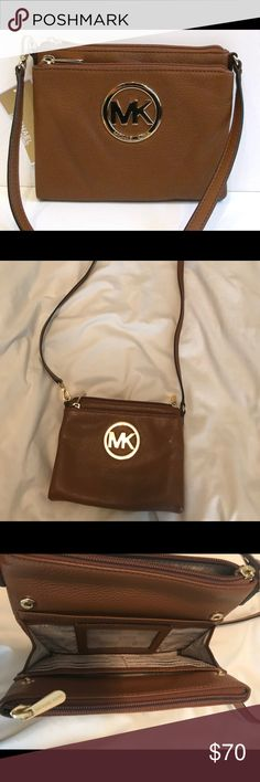 Michael Kors Fulton Crossbody Handy Crossbody with built in card compartments and zippered pockets for organization. Looks great and is like new! Michael Kors Bags Crossbody Bags