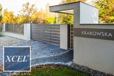 Ogrodzenie Aluminiowe XCEL Horizon Massive z nowoczesnym zadaszeniem nad furtką.