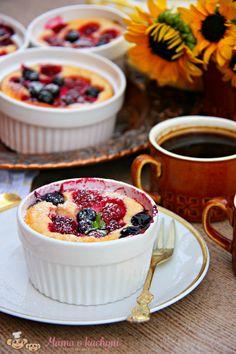 Znáte skyr? Tento zakysaný mléčný výrobek má svou tradici na Islandu, pro své kvality se ale jeho obliba rozšiřuje a koupíte ho také u nás. Svým složením a vysokým obsahem bílkovin se podobá našemu tvarohu, svou chutí a jemnou nakyslostí zase řeckému jogurtu. Určitě vám ho doporučuju vyzkoušet :)