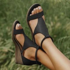 Cuir Vintage, Vintage Leather, Pu Leather, Black Faux Leather, Wedge Sandals, Leather Sandals, Summer Sandals, Heeled Sandals, Grey Block Heel Sandals