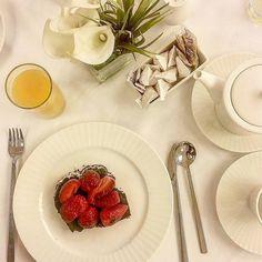 Desayunos de trabajo de placer y de nuevas ilusiones en el Buffet de desayunos del Hotel @AVPalace lleno de #DivinosSabores.  Buenos días Bon día Good Morning Bonjour Buongiorno a todos.