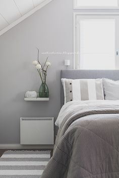 Grey and white. Small Home Offices, Sleep Dress, Scandinavian Bedroom, Vintage Pottery, Interior Inspiration, Grey And White, Color Combinations, Sweet Home, Interior Design