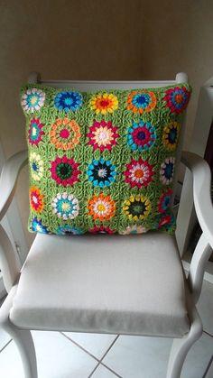 """""""Happy flowers"""" coussin bohéme au crochet"""