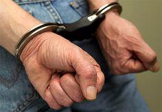 Preso vendedor suspeito de abusar sexualmente da própria filha