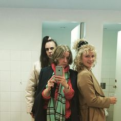 Bathroom squad #MØ #frydfrydendahl #krageline