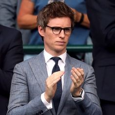Bravo Eddie #eddieredmayne #SAGawards #bestactor #oscar2015 #oscarwinner #oscars2016 #OBE #London #wimbeldon #wizardingworld #wandsready… Eddie Redmayne Fantastic Beasts, Callum Turner, West End Theatres, Geek Movies, Harry Potter, Sag Awards, Oscar Winners, British Actors, Celebs