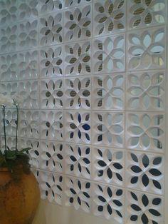 Resultado de imagem para HALL DE ENTRADA COM COBOGO Dr Eduardo, Concrete, Divider, Mid Century, Outdoor Structures, Screens, Loft, Houses, Home Decor