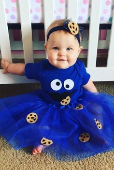 Cookie Monster Baby Halloween Costume Your baby will be frighteningly adorable. Baby First Halloween Costume, Cute Baby Costumes, Couples Halloween, Baby Halloween Costumes For Boys, Fete Halloween, Boy Costumes, Halloween Kids, Group Halloween, Cookie Monster Halloween Costume