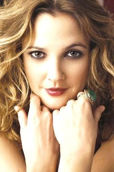 Drew Barrymore - fall makeup for brown eyes Drew Barrymore, Barrymore Family, Hollywood Stars, Pretty People, Beautiful People, Classy People, Dolores Costello, Actrices Hollywood, Catherine Deneuve