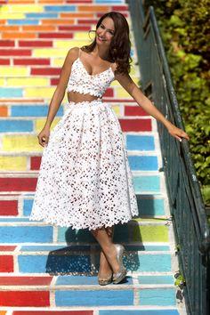 Ludivine Guillot, robe de mariée sur mesure à Lyon. Bohème - chic - guipure - tenue - chic - transparence - invitée mariage - rétro - vintage - plis - transparence - croc top - courte - wedding dress - bridal gown - lace - mariage - tendance 2017 2018 - mariage civil - Tenue Mairie