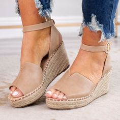 Espadrilles Outfit, Wedges Outfit, Summer Wedges Shoes, Shoes For Summer, Closed Toe Summer Shoes, Spring Sandals, Espadrille Shoes, Cute Shoes, Me Too Shoes