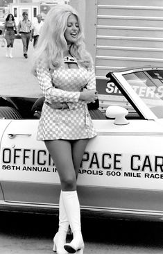naturalbornworldshakers: OLD SCHOOL HURST GIRLS GONE WILD Linda Vaughn, the lovely, leggy, legend of the auto racing scene from the through the early was better known as– Miss Hurst Golden Shifter. Pin Up, 1960s Fashion, Vintage Fashion, Linda Vaughn, Hurst Shifter, Grid Girls, Mode Vintage, Vintage Pins, Vintage Stuff