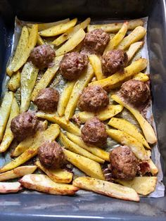 Μπιφτεκάκια χωρίς ψωμί κ πατάτες σαν τηγανιτές φούρνου !!! ~ ΜΑΓΕΙΡΙΚΗ ΚΑΙ ΣΥΝΤΑΓΕΣ 2 Sausage, Chicken, Meat, Food, Sausages, Essen, Meals, Yemek, Eten