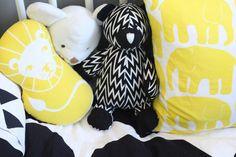 Elefantti - Kesällä kerran | Divaaniblogit Baby Elephant, Snoopy, Japan, Fictional Characters, Art, Art Background, Elephant Baby, Baby Elephants, Japanese Dishes