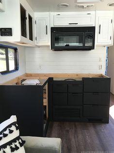 Best Modern Rustic Farmhouse RV Makeover Interior And Decor 2019 18 Rustic Outdoor Kitchens, Rustic Farmhouse, Farmhouse Style, Kitchen Backsplash, Backsplash Ideas, Kitchen Wood, Kitchen Design, Diy Rv, Rv Makeover