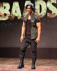 at teaser lunch Bollywood Photos, Bollywood Stars, Vidyut Jamwal Body, Indian Men Fashion, Mens Fashion, Gorgeous Men, Beautiful People, Indian Man, Actress Pics