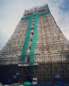 The beautiful mind blowing temple of Thiruvanamalai.. The South Indian kings did have a serious passion for building such beautiful structures.. And it's totally awe-inspiring that all this was made in an age without any cranes and other hi-tech machinery..#prayers #temple #increbleindia