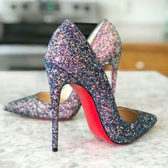 Elegant Sparkly High Heels With Glitter To Makes Look Glamorous Sparkly High Heels, Prom Heels, Hot High Heels, Christian Louboutin Outlet, Cinderella Shoes, Fashion Heels, Runway Fashion, Dream Shoes, Beautiful Shoes