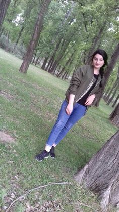 Anupriya Cute Girl Poses, Girl Photo Poses, Girl Photography Poses, Girl Photos, Stylish Girls Photos, Stylish Girl Pic, Cute Girl Photo, Beautiful Girl Image, Snapchat Girls