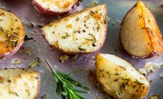 Rosemary Roasted Potatoes  Rosemary Roasted Potatoes are an easy side dish with simple, rustic flavors. They are great for busy weeknights, lazy weekends, and holiday celebrations! Recipe here : http://saltandsugar.net/rosemary-roasted-potatoes/  #recipe #potatoes #roasted #recipeoftheday
