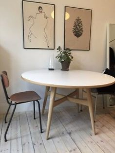 Find Wegner Spisebord på DBA - køb og salg af nyt og brugt Kitchen Interior, Home Living Room, Interior, Rooms Home Decor, Living Room Design Inspiration, Apartment Decor, Dining Room Inspiration, Minimal Apartment Decor, Home And Living